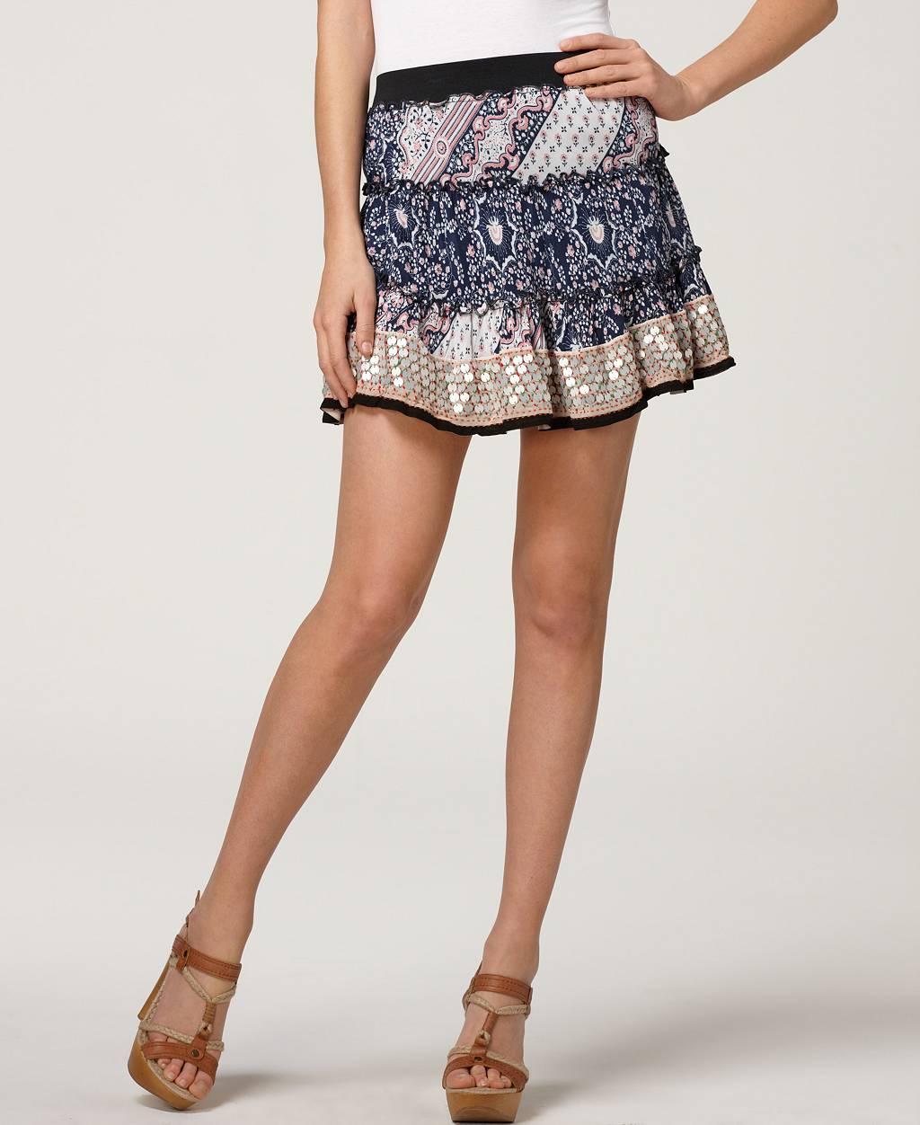 Фото красивых девушек с короткими юбками 9 фотография